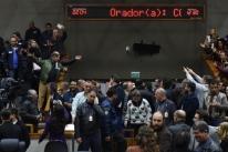 Municipários aprovam greve, enquanto Câmara retoma sessão em, Porto Alegre