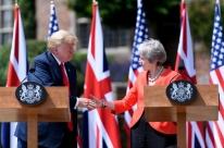 Após reação negativa, Trump nega crítica que fez a May em entrevista gravada