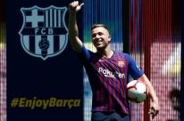Apesar do interesse de Internazionale e Juventus, Arthur quer seguir no Barcelona