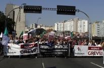 Trabalhadores de Saúde da Família protestam em Porto Alegre