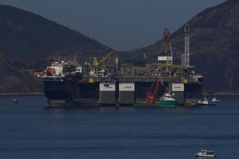 Petróleo fecha em alta, com recuperação e após EUA anunciarem compra