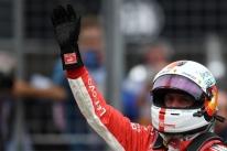 Vettel quebra recorde e garante a pole em Hockenheim; Hamilton não passa do Q2