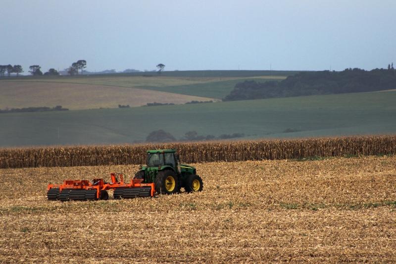Certificados de Recebíveis do Agronegócio é um título de dívidaligado ao setor agrícola