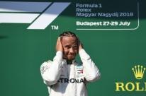 Hamilton diz que vantagem de 24 pontos sobre Vettel na temporada é 'sonho'