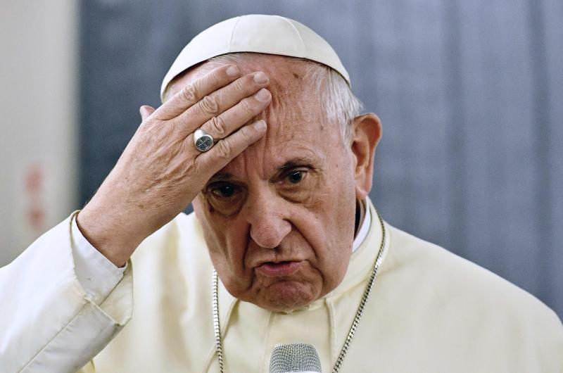 """""""Não é que todo mundo faça isso, mas houve sacerdotes e bispos que fizeram isso"""", disse o pontífice"""