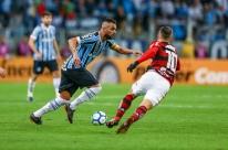 Recuperado, Bressan treina e deve reforçar formação reserva do Grêmio contra Fla