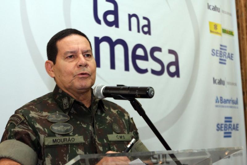 Por meio de nota, general Hamilton Mourão diz que 'contexto trouxe heranças positivas e negativas'