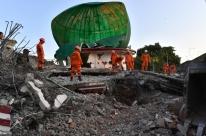 Terremoto deixa ao menos 98 mortos na Indonésia