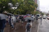 Servidores municipais retomam protestos em Porto Alegre