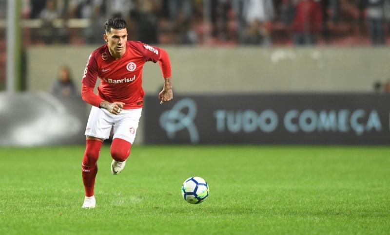 Victor Cuesta reconheceu que não vai ser fácil parar o ataque do Flamengo