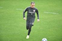 Odair fecha treino e faz mistério sobre substituto de Patrick no Inter