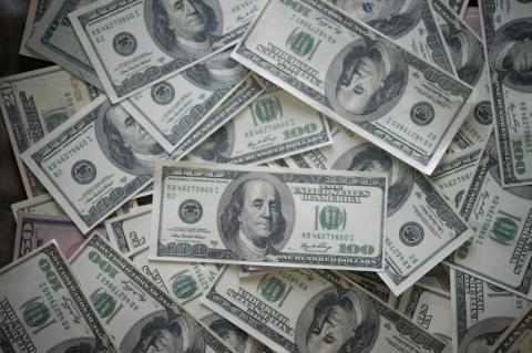 Dólar começa novembro volátil e vai a R$ 5,76 no dia da eleição nos EUA