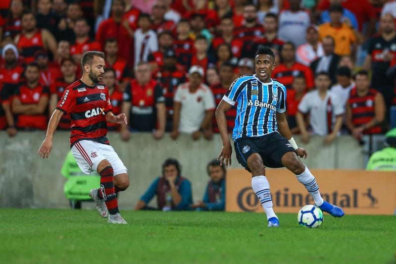 Personagens da partida, Everton Ribeiro marcou após falha de Cortez