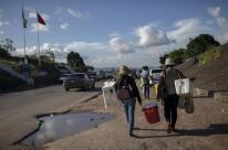 Venezuelanos deixam Pacaraima em busca de abrigo em Boa Vista