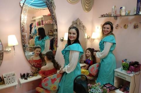 Inspirado na Disney, empreendimento de Canoas transforma meninas em princesas