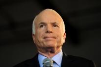 Após interromper tratamento contra câncer, John McCain morre aos 81 anos
