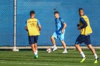 Portaluppi fecha treino e mantém mistério no ataque do Grêmio para 'jogo do ano'
