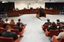 Com placar empatado em 2 a 2, julgamento da denúncia contra Bolsonaro é suspenso no STF