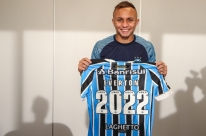 Destaque do Grêmio no ano, Everton estende contrato até 2022