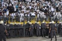 Em jogo com confusão, Santos empata e está fora da Libertadores