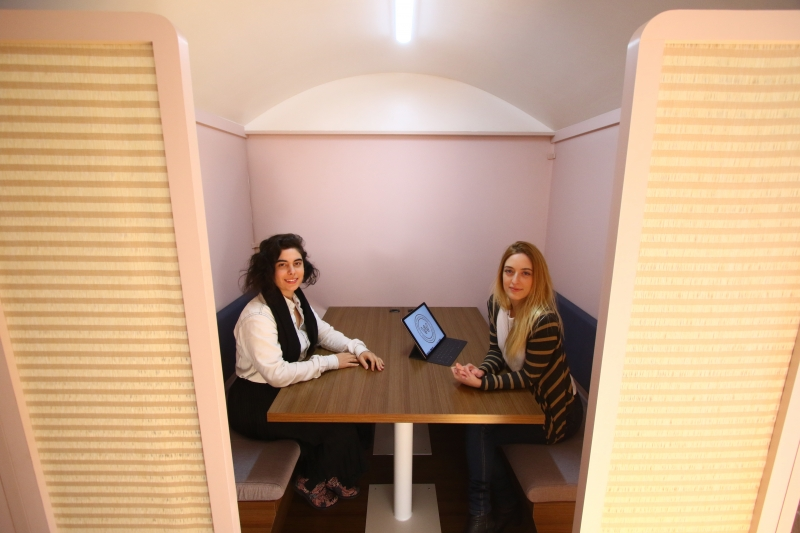 Entrevista com Gabriela Teló e Gabriela Stragliotto, criadoras da NUWA, coworking e plataforma de negócios para mulheres. na foto: Gabriela Teló (E) e Gabriela Stragliotto