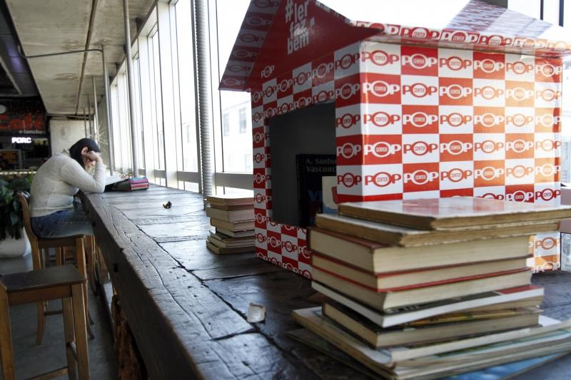 Iniciativa disponibiliza obras e estimula intercâmbio entre leitores-frequentadores do Pop Center