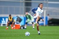 Grêmio busca vitória para não ver líder disparar