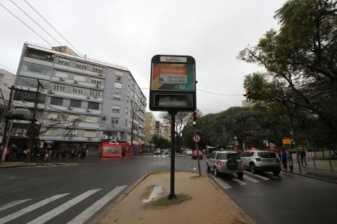 Wi-Fi está garantido nos relógios de rua de Porto Alegre