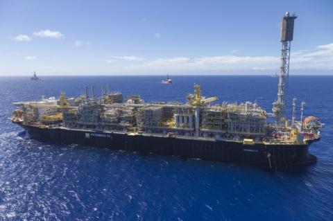 Produção de petróleo passa de 3 milhões de barris por dia