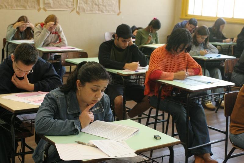 Alunos do Ensino Médio serão beneficiados com 20 aulas semanais para preparação ao Enem