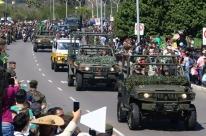 Centenas acompanham desfile de 7 de setembroem Porto Alegre