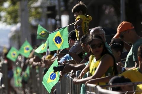 Cerca de 30 mil pessoas acompanham desfile na Esplanada