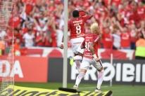 Internacional vence Grenal 417 e reassume liderança do Brasileirão