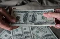Dólar sobe em linha com sinal externo e mantendo Previdência no foco