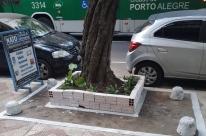 Prefeitura manda lojista remover canteiro em calçada de Porto Alegre