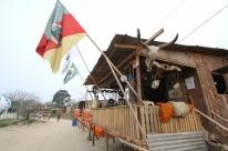 Piquetes transformam seus espaços em museus campeiros no Acampamento Farroupilha