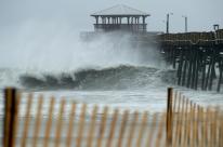 Furacão Florence toca terra, é rebaixado à categoria 1, mas ainda ameaça