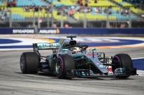 Hamilton quebra recorde em Marina Bay e garante pole no GP de Cingapura