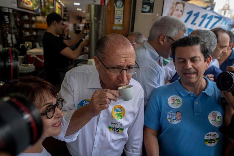 Contato de Alckmin com a população acontece mais em ambientes internos