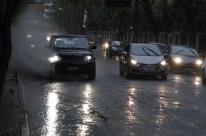Semana começa chuvosa e com transtornos em Porto Alegre