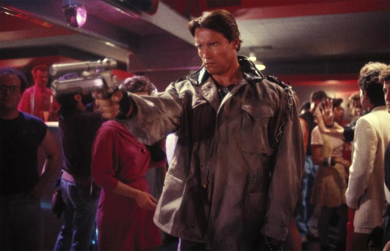 Schwarzenegger é androide enviado ao passado em O exterminador do futuro