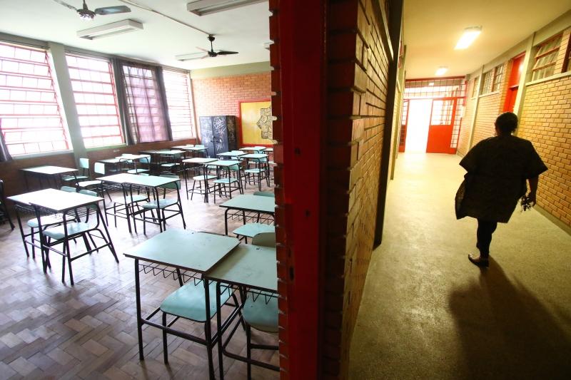 Professores trabalharão por 20 horas semanais, podendo ser convocados para regime suplementar
