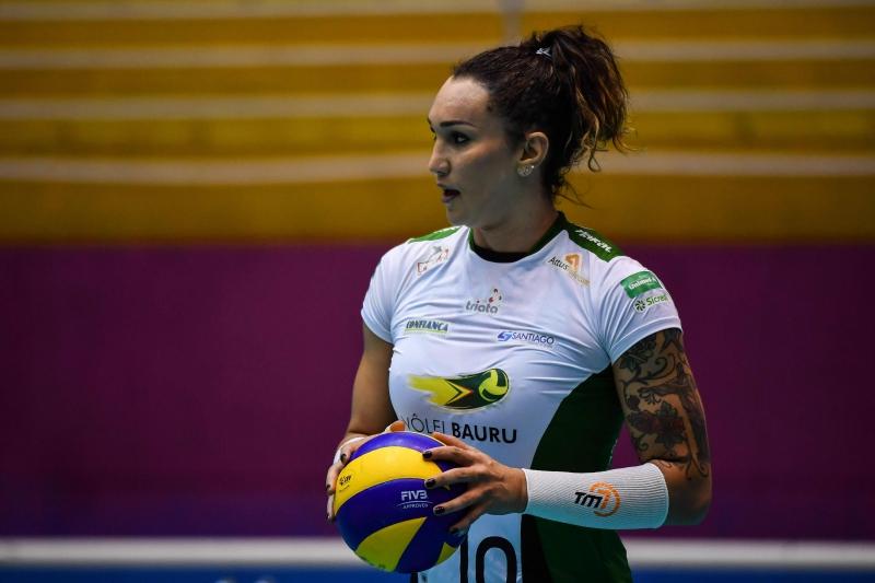 Tifanny Abreu, de 36 anos, é a primeira atleta trans a jogar na Superliga Feminina de Vôlei