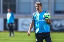 Brasileiro fica longe, e Grêmio abraça Libertadores por terceiro título no ano