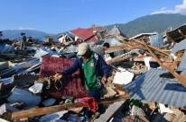 Passa de 840 o número de mortos após terremoto na Indonésia