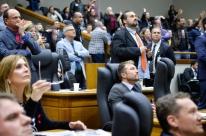 Por 18 votos a 16, vereadores rejeitam impeachment de Marchezan