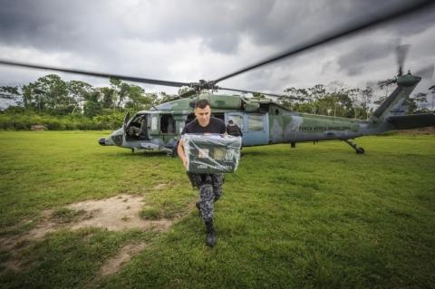 Força Aérea auxilia no transporte de urnas a locais de difícil acesso