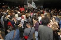 Universitários de Porto Alegre protestam contra o candidato Jair Bolsonaro