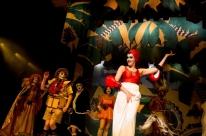 Crítica à elite burguesa é tema de espetáculo no Teatro do Sesi