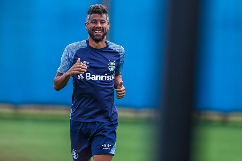 Léo Moura em exercício no CT Luiz Carvalho